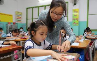 Cần bốn hay sáu năm để đào tạo một giáo viên?