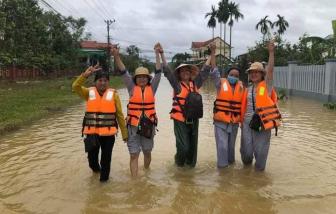 Những người đàn bà đi trong bão lũ