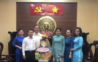 Hội liên hiệp Phụ Nữ TP.HCM thăm Mặt trận Tổ Quốc và các thầy cô giáo