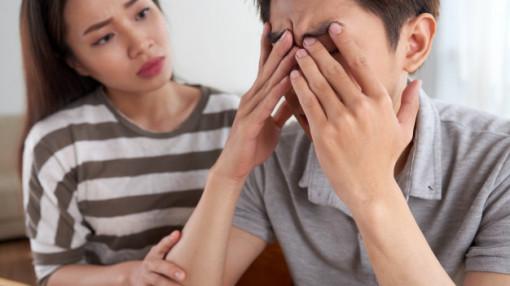 """Cảm giác """"ra rìa"""" trong hôn nhân"""