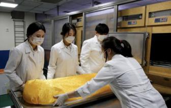 Clip: Phụ nữ Hàn Quốc hành nghề xử lý xác chết