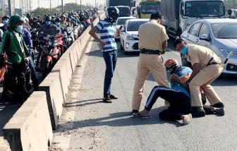 Bắt khẩn cấp tài xế xe ben húc vào xe cảnh sát giao thông