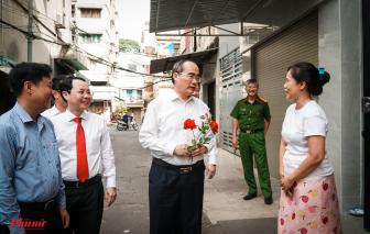 Nhánh hoa bất ngờ gửi thầy Nguyễn Thiện Nhân - người chưa từng gặp gỡ