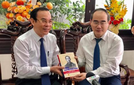Lãnh đạo TPHCM thăm và tri ân các nhà giáo lão thành