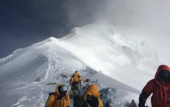 Báo động ô nhiễm đỉnh Everest