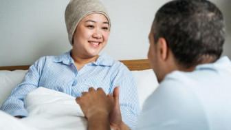 """Chuyên đề Nhà có người ốm: """"Chiếc kén"""" gia đình và """"quyền được biết"""" của bệnh nhân"""