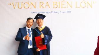 Nhận bằng tốt nghiệp muộn vì bận... làm lính Trường Sa