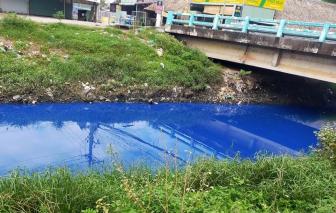 Bình Dương: Nước kênh D đổi màu xanh lạ