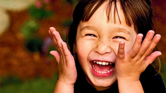 Tiếng cười giúp bảo vệ sức khỏe thể chất và tinh thần