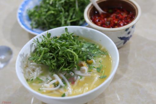 """Giữa Sài Gòn """"ngửi"""" mùi bánh canh cá lóc Quảng Trị"""
