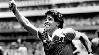 Vĩnh biệt huyền thoại bóng đá Maradona
