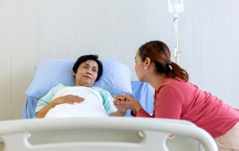 """Chuyên đề Nhà có người ốm: Giường bệnh """"đo lòng"""" người thân"""