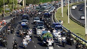 Hỗn loạn trong ngày tiễn đưa huyền thoại Maradona về nơi an nghỉ
