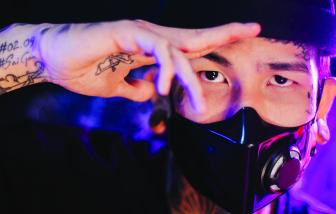 Rapper Dế Choắt:  Đưa tôi trang giấy, tôi vẽ tiếp cuộc đời