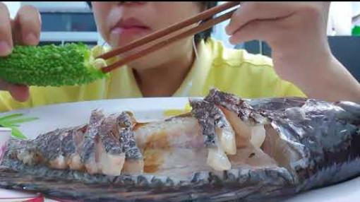 Thói quen ăn tươi nuốt sống, coi chừng ôm bệnh vì sushi cá đồng