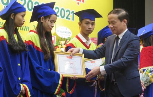 """Gần 1.000 cử nhân tốt nghiệp từ trường cao đẳng dám """"bao tiêu"""" việc làm cho sinh viên"""