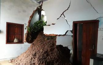 Nhiều căn nhà bị sập hoàn toàn do sạt lở núi ở Đắk Lắk