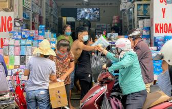 Người Sài Gòn lại đổ xô đi mua khẩu trang sau ca nhiễm COVID-19