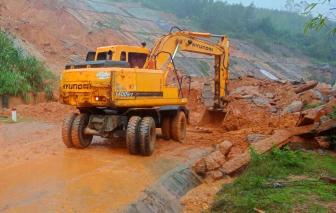 Sạt lở nghiêm trọng, đường vào khu du lịch cao cấp nhất Huế bị chia cắt