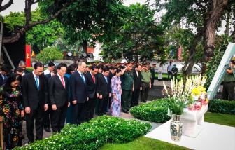 Lãnh đạo TPHCM dâng hương tưởng nhớ Chủ tịch nước, Đại tướng Lê Đức Anh