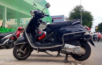 TPHCM: Những bãi giữ xe chễm chệ trên vỉa hè