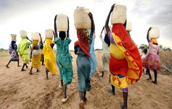 Đói nghèo, dịch bệnh, tấn công tình dục và nạn tảo hôn ám ảnh thiếu nữ châu Phi