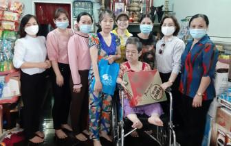 Thăm và tặng quà cho 50 hội viên phụ nữ khuyết tật