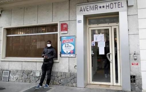 Khách sạn giữa Paris hoa lệ dành phòng cho người vô gia cư trong đại dịch