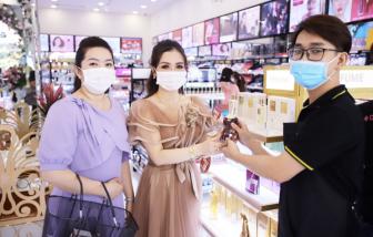 Mỹ phẩm chính hãng giảm hơn nửa giá, khẩu trang y tế hút khách tại AB Beauty World