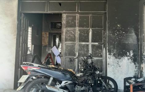 Xin tiền nhưng vợ không cho, chồng đổ xăng đốt nhà