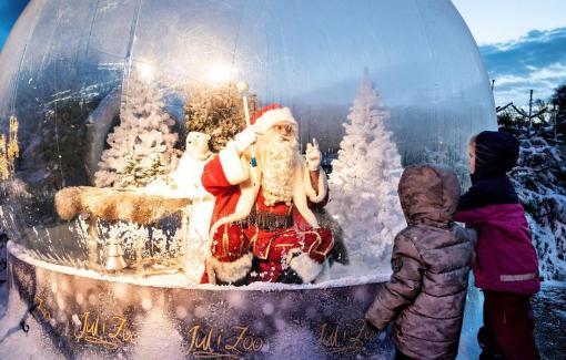 Clip: Ông già Noel xuất hiện độc đáo dịp Giáng sinh mùa COVID-19