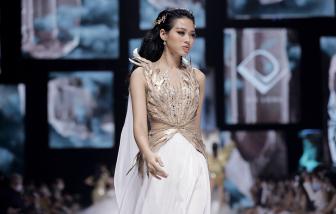Hoa hậu Đỗ Thị Hà và 2 lần biến hoá trên sàn diễn khó nhận ra
