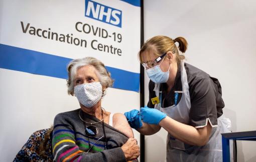 "Có một ""cuộc chiến"" quanh vắc-xin COVID-19"