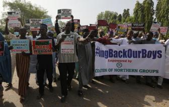 Nigeria giải cứu gần 350 nam sinh bị các tay súng bắt cóc