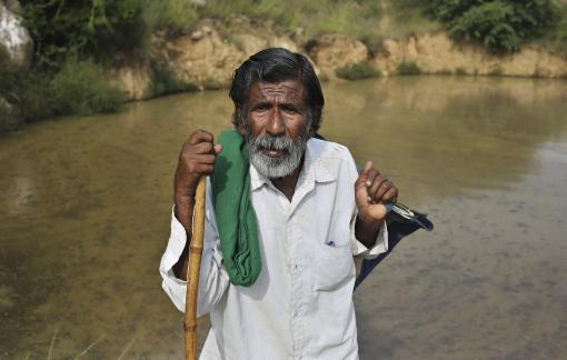 Cụ ông 72 tuổi đào ao - giữ rừng vì cộng đồng suốt 40 năm