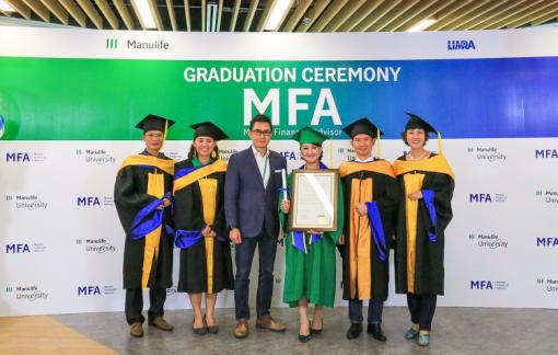 Manulife Việt Nam tôn vinh tư vấn viên chuyên nghiệp với lễ tốt nghiệp Master Financial Advisor đầu tiên