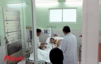 Giận vợ đêm Noel, người chồng 17 tuổi tự đâm mình thủng gan