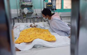 """Mẹ bé trai 4 tuổi bị dượng đâm xuyên não: """"4 tháng trước cha nó đã bị người ta đâm chết"""""""