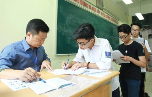 3.000 học sinh phải dừng thi vì nghi vấn lộ đề