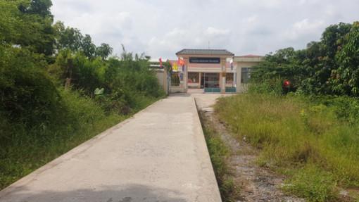 Trường xây xong, học sinh không có đường vào để học