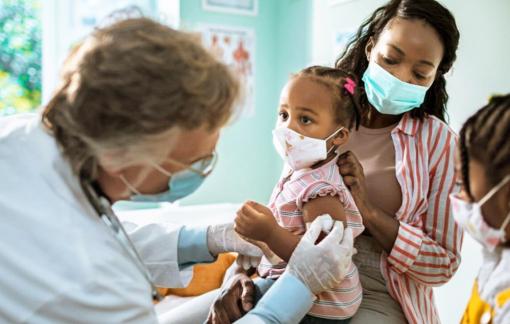 Cuộc đua vắc-xin COVID-19: Đòi hỏi càng cao, càng dễ thất bại