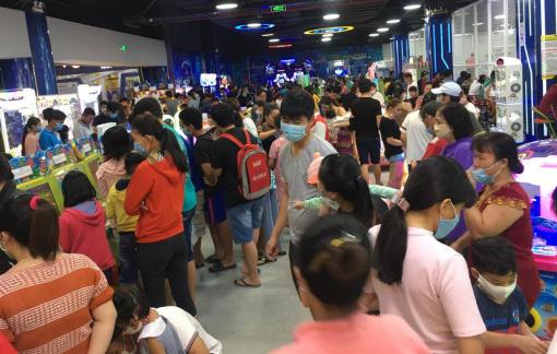 Siêu thị, trung tâm thương mại đông nghẹt người trong ngày cuối kỳ nghỉ Tết Tây