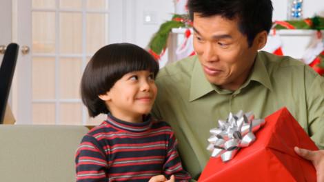 Có nên thưởng quà giá trị cho con?