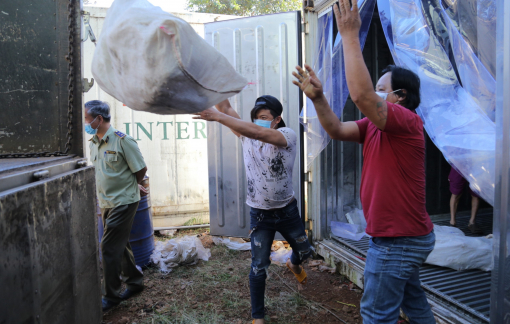 Hơn 16 tấn thịt đã bốc mùi, trữ trong kho lạnh chờ tiêu thụ