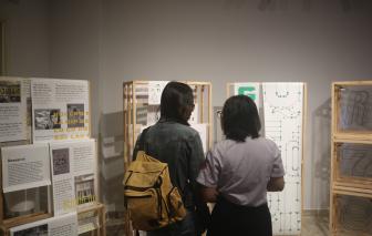 """""""Tái bản"""" ký ức về mẫu chữ vẽ tay của Sài Gòn xưa"""