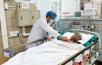 Uống tinh dầu quế, một bệnh nhân phải thở máy