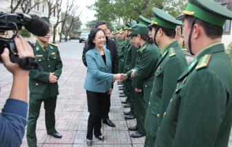 Động viên sĩ quan, chiến sĩ giúp dân chống dịch, khắc phục hậu quả thiên tai