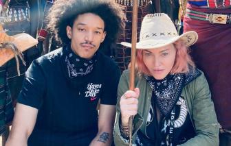"""Madonna và tình trẻ """"chọc tức"""" dư luận khi du lịch 5 quốc gia bất chấp COVID-19"""