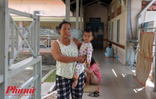 Bé gái 3 tuổi bị mẹ đánh chấn thương sọ não đã tử vong