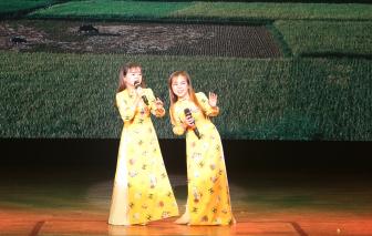 Cặp song ca nhỏ nhất Việt Nam khoe giọng ngọt trong đêm từ thiện